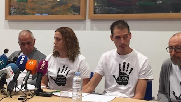 Los padres de Lucía en una rueda de prensa