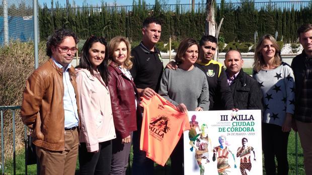 Isabel Ambrosio (en el centro) durante un acto celebrado este miércoles