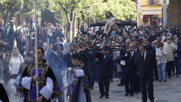 El Cristo de la Buena Muerte, hoy entrando en el Patio de los Naranjos de la Catedral de Córdoba