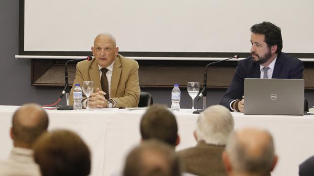El profesor Enrique Ávila, durante su ponencia