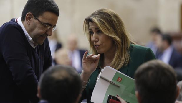 Susana Díaz, este jueves, con Mario Jiménez en el Parlamento andaluz