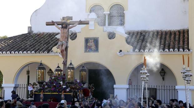 El Cristo de la Oración y caridad, a su salida del parroquia del Rosario