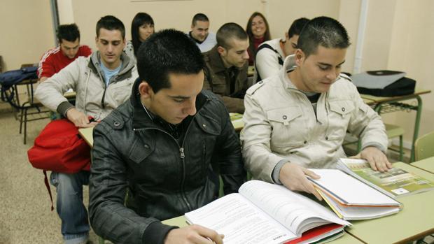 Alumnos para oposiciones en la Academia Ariete