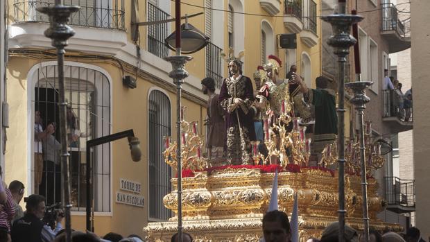 Nuestro Padre Jesús de la Sentencia durante su salida procesional el Lunes Santo en Córdoba