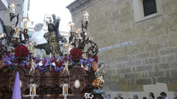 Nuestro Padre Jesús Nazareno de la Santa Faz realiza su salida procesional el Martes Santo en Córdoba