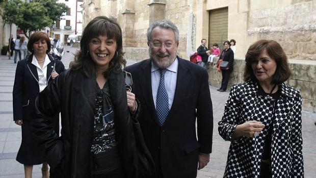 Bernat Soria, entre Isabel Ambrosio y Carmen Calvo, en 2008