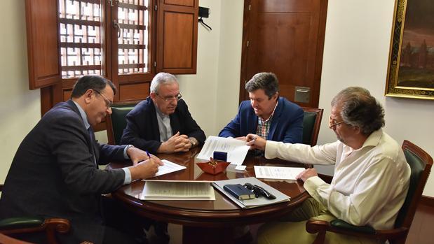Firma del contrato para el inicio de las obras el Palacio Episcopal