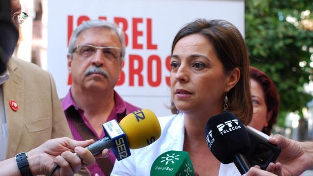 La alcaldesa, Isabel Ambrosio, en un acto de campaña