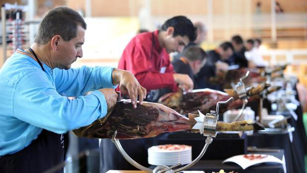 Cortadores durante una edición de la Feria del Jamón