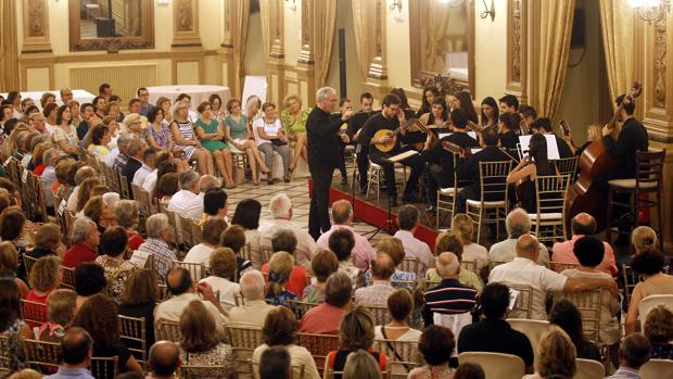 Orquesta de Plectro en el Círculo de la Amistad