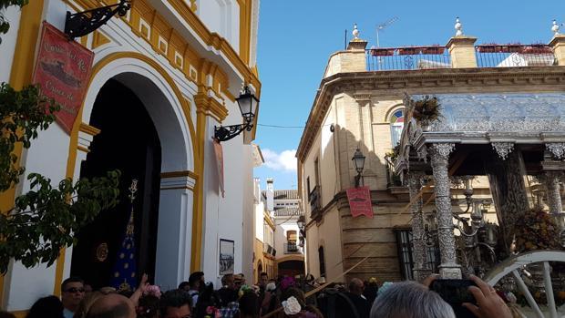 La hermandad del Rocío de Córdoba llega hasta la parroquia de Nuestra Señora de la Estrella
