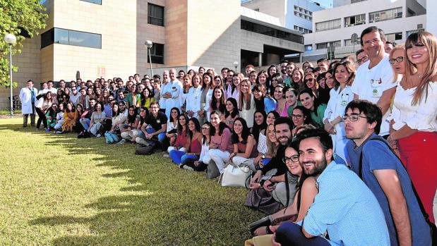 Los 113 médicos residentes especialistas que realizarán su especialidad en el Hospital Universitario Reina Sofía