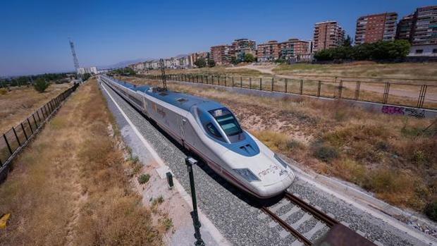 El AVE estará en funcionamiento en Granada el próximo 26 de junio.