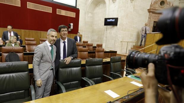 Los consejeros Juan Bravo y Juan Marín en el Parlamento andaluz este miércoles