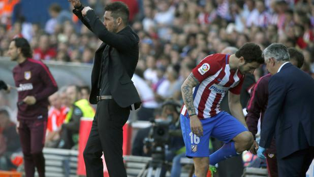 Vrsaljko, tras caer lesionado ante el Sevilla