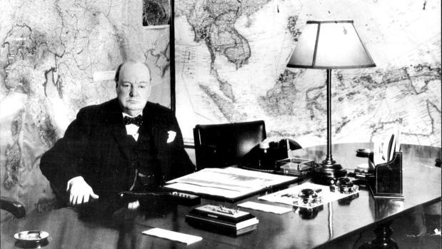 Hallan un ensayo inédito de Churchill sobre la evolución: «Descendemos de un torpe habitante del mar»