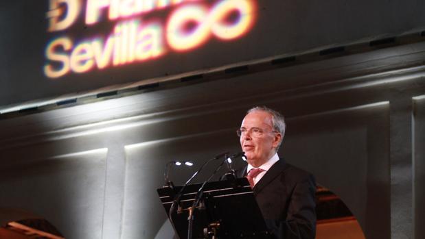 Antonio Hernández durante el pregón de la XIX Bienal de Flamenco