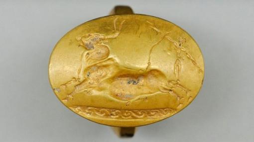 Tauromaquia minoica en otro de los anillos