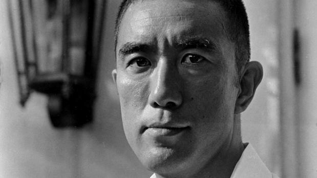 El escritor japonés Yukio Mishima