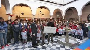 Los alumnos del San Francisco de Paula entregan casi 16.000 euros a la Sinfónica