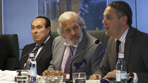 El periodista de ABC, Alberto García Reyes, fue el encargado de presentar el acto