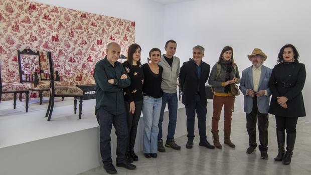 El director del CAAC junto a algunos artistas presentes en la muestra