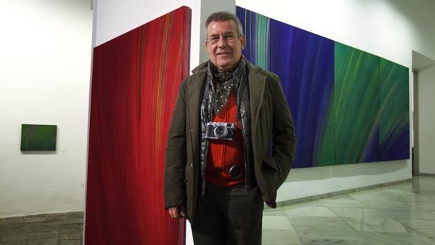 Ignacio Tovar, ante sus vibrantes cuadros