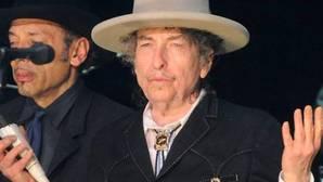 Dylan recoge el Nobel de Literatura con casi cuatro meses de retraso