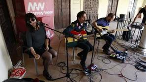 Pilar Angulo, Juano Azagra e Israel Diezma en pleno concierto
