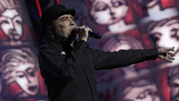 Sabina interpretó anoche en Sevilla las canciones de su nuevo disco, «Lo niego todo», junto a sus «clásicos» más conocidos