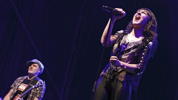 La cantante Eva Amaral y Juan Aguirre