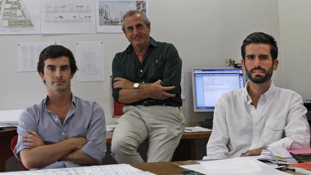 En primer término, Jaime Daroca (izda.) y José Ramón Sierra (dcha.); en el centro, José Luis Daroca
