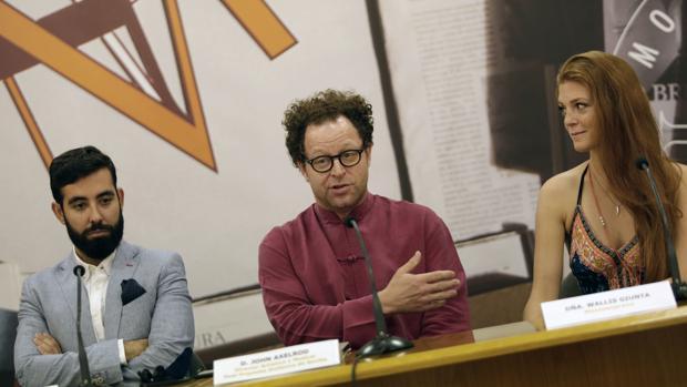 John Axelrod junto a la cantante Wallis Giunta y el barítono Andrés Merino