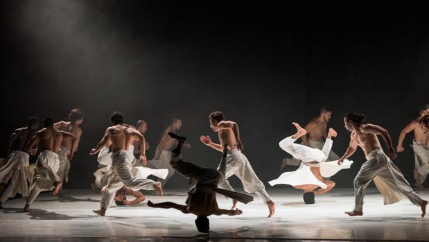 El baile grupal destaca en «Ce que le jour doit à la nuit», de Hervé Koubi