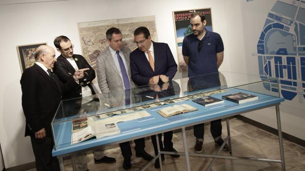 Julio Cuesta, Rafael Jurado, Juan Espadas, Antonio Pulido y Óscar Fernández, ayer en la inauguración