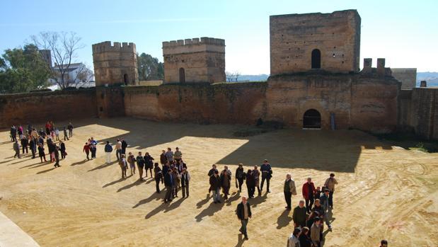 Este largo poema funerario ofrece detalles muy concretos de la toma del castillo de Alcalá de Guadaíra