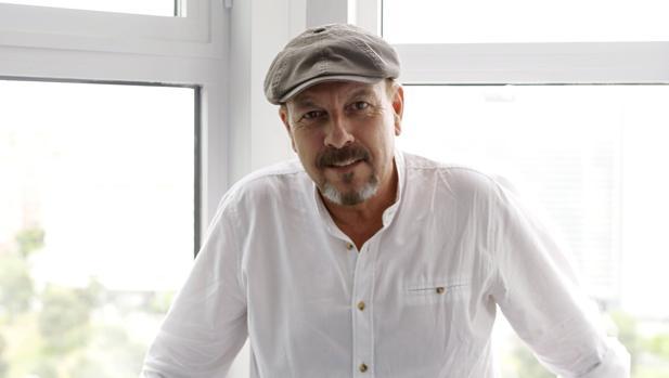 El cantante Javier Ruibal durante una entrevista