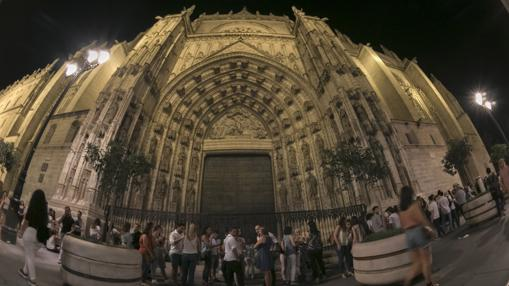Colas para visitar la Catedral