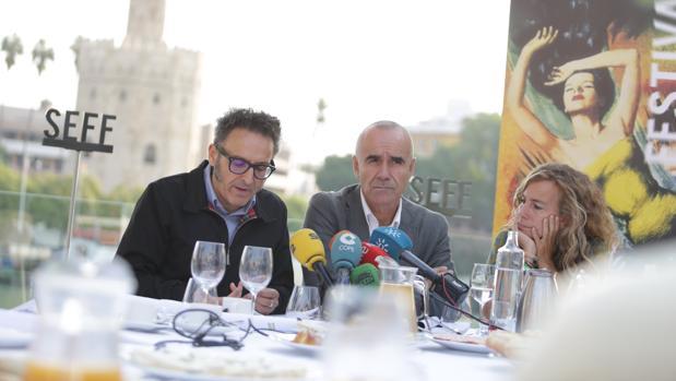 José Luis Cienfuegos, Antonio Muñoz y Isabel Ojeda este martes en Sevilla