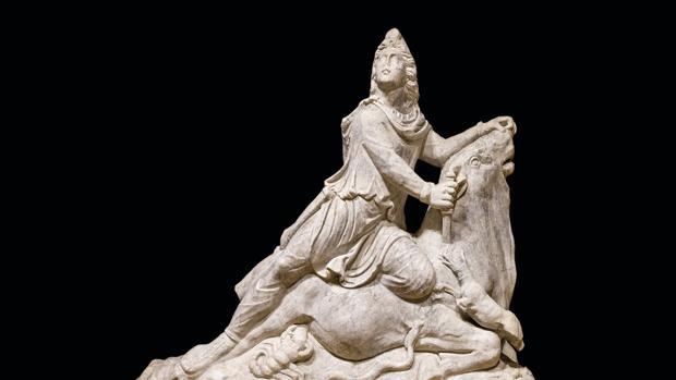Mitra tauróctono, figura descubierta en 1952 en un villa romana de Cabra