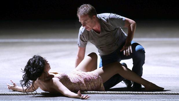 Anna Goryachova (Carmen) y Franceso Meli (Don José), en la escena final de la ópera