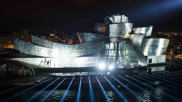 El museo Guggenheim, ayer durante la exhibición de «Reflections»