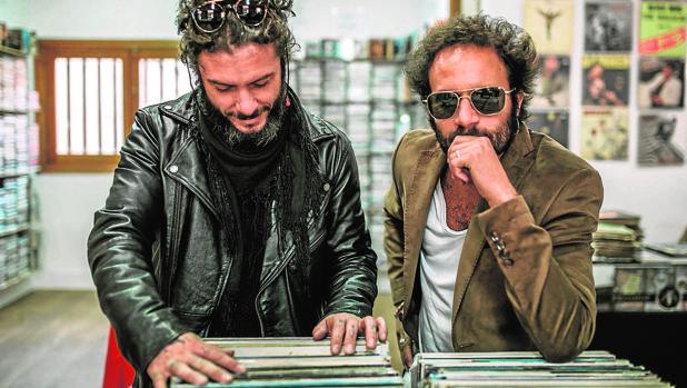 Juanito Makandé (izquierda) y ElCanijo de Jerez, a punto de terminar su aventura compartida