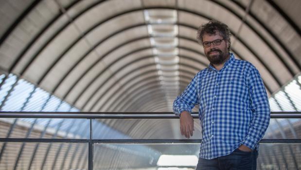 El escritor Sergio del Molino en la estación de Santa Justa