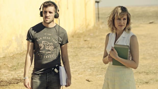 La actriz andaluza Natalia de Molina junto al director gaditano Jota Linares en el rodaje de «Animales sin collar»