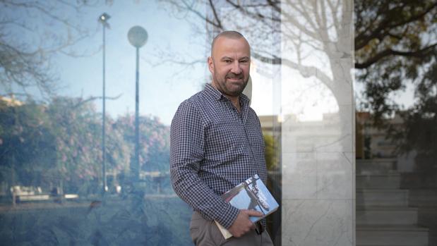 Salvador navarro en mis novelas quiero transmitir el for Salvador navarro