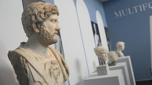 El busto de Adriano de Itálica, junto a otros tres que provienen de Tarragona, Mérida y Yecla