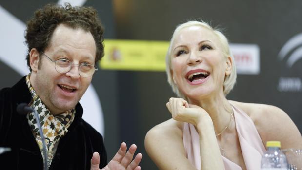 John Axelrod junto a Nadja Michael en el Teatro de la Maestranza