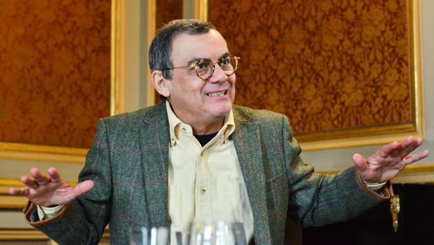 Horacio Castellanos Moya: «Un hombre que carga un arma es un hombre que tiene miedo»