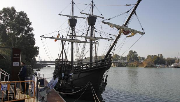 La réplica de la nao Victoria en el puerto de Sevilla